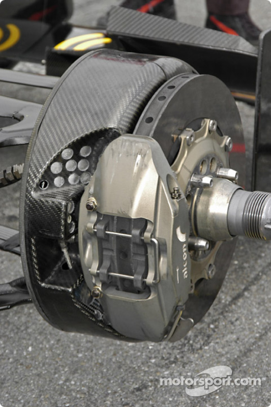 le frein avant-droit de la Dallara