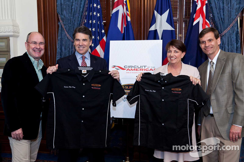 Tony Cochrane, Chairman of V8 Supercars, Texas Governor Rick Perry, Queensland Premier Anna Bligh and Tavo Hellmund, Founding Partner of Circuit of The Americas
