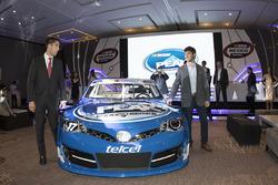 Daniel Suárez und Rubén García mit dem NASCAR-Auto
