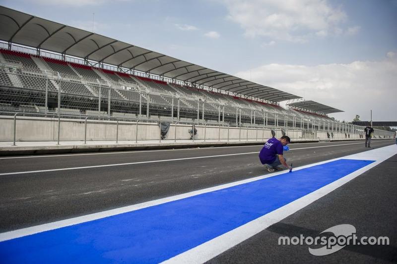 Preparazione dell'autodromo Hermanos Rodríguez pera il GP del Messico