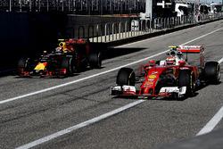 Кими Райкконен, Ferrari SF16-H, и Макс Ферстаппен, Red Bull Racing RB12