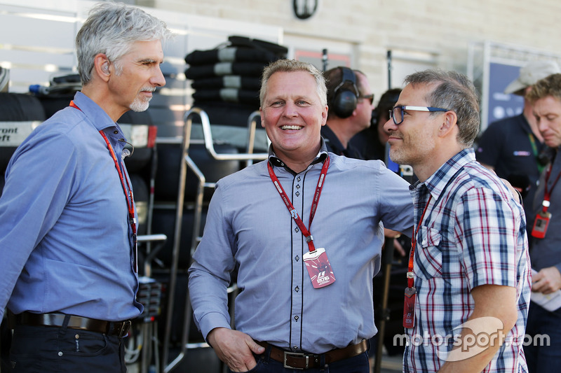 Damon Hill, con Johnny Herbert y Jacques Villeneuve esta temporada