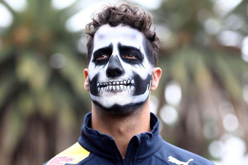 Daniel Ricciardo, Red Bull Racing en el Paddock pintado como catrín del Dia de Muertos