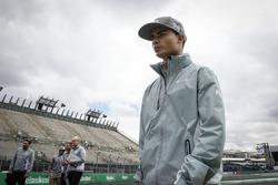 Pascal Wehrlein, Manor Racing walks the circuit