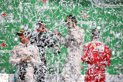 Победитель Льюис Хэмилтон, Mercedes AMG F1, второй призёр Нико Росберг, Mercedes AMG F1, третий призёр Себастьян Феттель, Ferrari