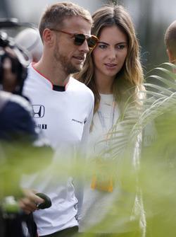 Jenson Button, McLaren, mit Freundin Brittny Ward