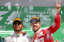 aLewis Hamilton, Mercedes AMG F1  nd Sebastian Vettel, Scuderia Ferrari