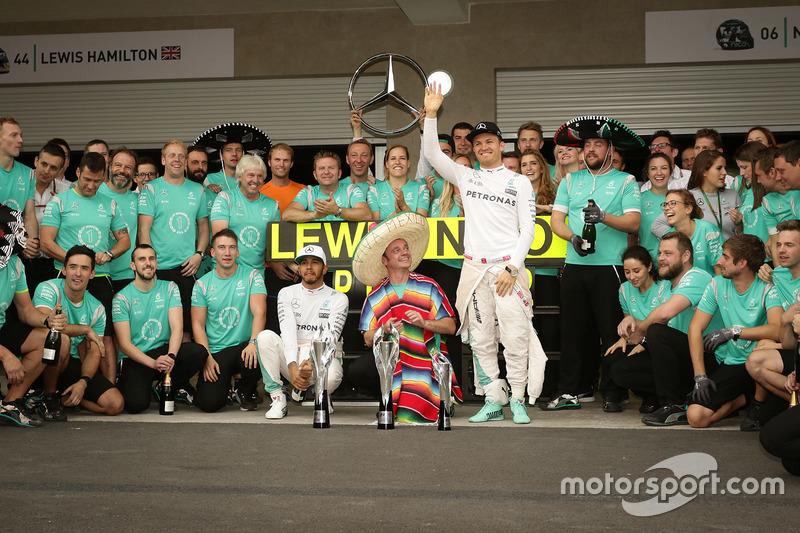 Mercedes celebra un nuevo doblete en México