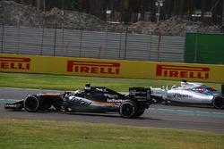 Sergio Perez, Force India F1 VJM09 and Felipe Massa, Williams Martini Racing FW38