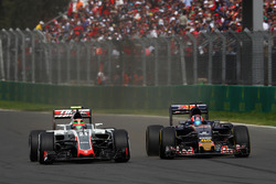 Эстебан Гутьеррес, Haas F1 Team VF-16, и Даниил Квят, Scuderia Toro Rosso STR11