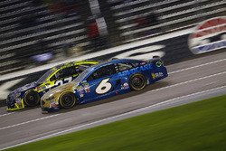 Trevor Bayne, Roush Fenway Racing Ford, Paul Menard, Richard Childress Racing Chevrolet