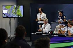 Charlie Whiting, délégué de la FIA lors de la conférence de presse de la FIA