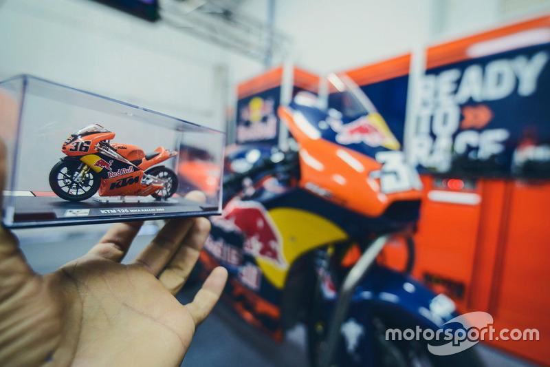 Modelo a escala de la motor de Mika Kallio, Red Bull KTM Factory Racing