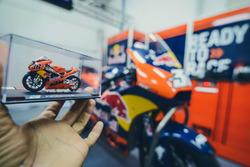 Scale model bike of Mika Kallio, Red Bull KTM Factory Racing