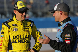 Matt Kenseth, Joe Gibbs Racing Toyota, Regan Smith, Tommy Baldwin Racing Chevrolet