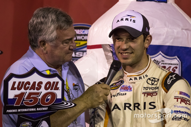 Ganador, Daniel Suárez, Kyle Busch Motorsports Toyota celebra