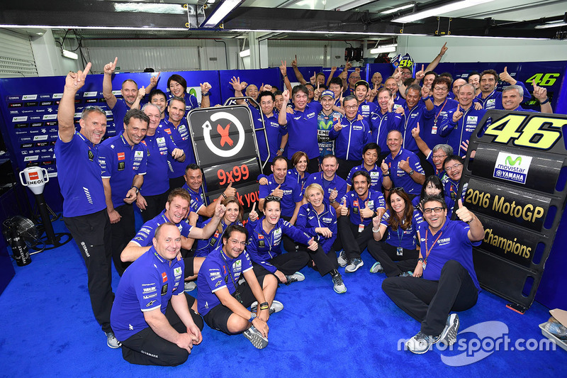 Jorge Lorenzo, Yamaha Factory Racing, fête sa victoire avec son team