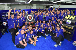 Jorge Lorenzo, Yamaha Factory Racing celebrates with his team