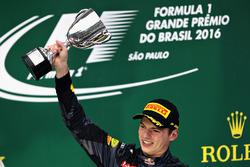 Podium: derde plaats Max Verstappen, Red Bull Racing