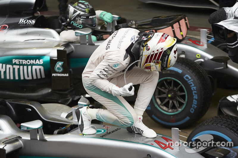 Lewis Hamilton, Mercedes AMG F1, celebra la victoria en parc ferme