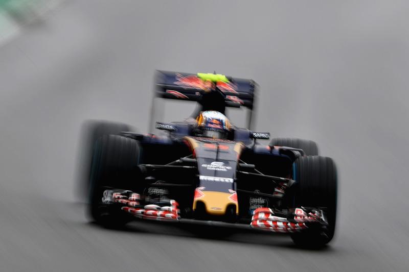 Carlos Sainz terminó 6º después de rodar 4º gran parte del día