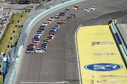 Départ: Kevin Harvick, Stewart-Haas Racing Chevrolet leads