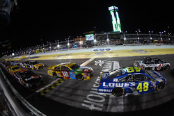 Jimmie Johnson, Hendrick Motorsports Chevrolet, Kyle Busch, Joe Gibbs Racing Toyota
