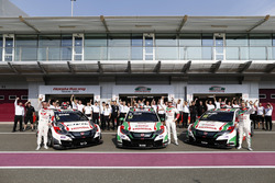 The Honda WTCC Team; Norbert Michelisz; Rob Huff; Tiago Monteiro, Honda Racing Team JAS, Honda Civic WTCC