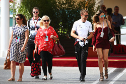 Jenson Button, McLaren with his girlfriend Brittny Ward and family