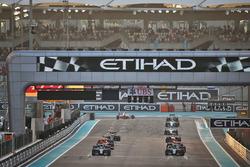 Lewis Hamilton, Mercedes AMG F1 W07 Hybrid beim Start zum Rennen