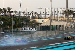 Max Verstappen, Red Bull Racing va in testacoda nel giro di apertura