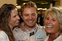 Nico Rosberg, Mercedes AMG F1, fête son titre mondial avec sa femme Vivian Rosberg et sa mère Sina Rosberg
