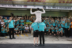 Nico Rosberg, Mercedes AMG F1 celebrates his World Championship with the team