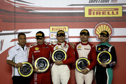 Подіум: переможець Томас Лоеффлад, StileF Squadra Corse; друге місце Рік Ловат, Kessel Racing; третє місце Метт Кіган, Ferrari of San Francisco; Мануела Гостнер, Ineco - MP Racing