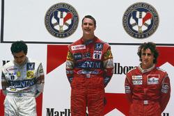 Podio: il vincitore Nigel Mansell, Williams Honda, il secondo classificato Nelson Piquet, Williams Honda, il terzo classificato Alain Prost, McLaren TAG Porsche