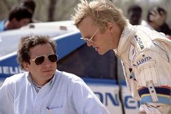 Jean Todt, team manager Peugeot, et Ari Vatanen