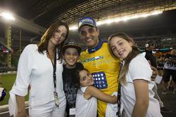Champion of Champions Juan Pablo Montoya met zijn familie