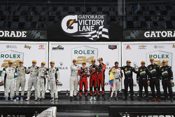 Podium PC: winnaars James French, Kyle Mason, Patricio O'Ward, Nicholas Boulle, Performance Tech Motorsports, tweede Adam Merzon, Johnny Mowlem, Tom Papadopoulos, Trent Hindman, David Cheng. BAR1 Motorsports, derde Don Yount, Buddy Rice, Mark Kvamme, Chapman Ducote, Gustavo Yacaman, BAR1 Motorsports