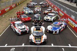 Bathurst 12 Hour drivers group photo