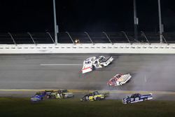 Incidente: Austin Cindric, Brad Keselowski Racing Ford; Clay Greenfield, Chevrolet; John Hunter Nemechek, SWM-NEMCO Motorsports Chevrolet; J.J. Yeley, AM Racing Toyota; Stewart Friesen, Chevrolet; Tommy Joe Martins, MDM Motorsports Chevrolet