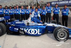 Family picture for Dario Franchitti and his crew