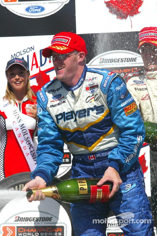 Le podium: champagne pour Paul Tracy