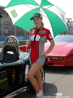 Miss Indy Finalist Amelia Thorpe ready for the drivers parade