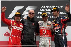 Podio: ganador de la carrera Lewis Hamilton, McLaren Mercedes, segundo lugar Fernando Alonso, Scuder