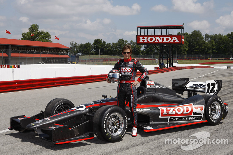 Dan Wheldon tests the new 2012 IndyCar from Dallara
