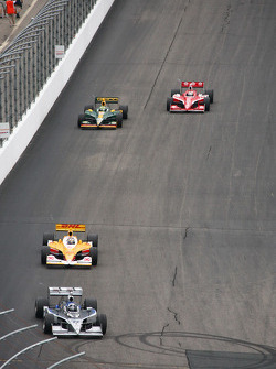 Tomas Scheckter, Dreyer & Reinbold Racing leads Ryan Hunter-Reay, Andretti Autosport