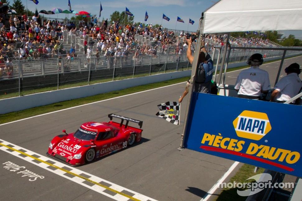 #99 GAINSCO/Bob Stallings Racing Chevrolet Riley: Jon Fogarty, Alex Gurney takes the checkered flag