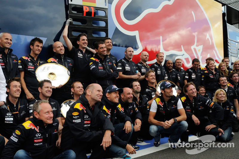 Christian Horner, Red Bull Racing, Sporting Director, Adrian Newey, Red Bull Racing, Technical Operations Director, Sebastian Vettel, Red Bull Racing and Mark Webber, Red Bull Racing