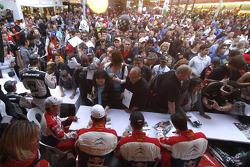 Ambiance de la séance d'autographes