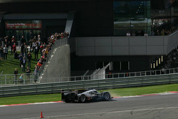 L'Audi R18 TDI N°2 de Tom Kristensen et Allan McNish en tête-à-queue au tour de chauffe